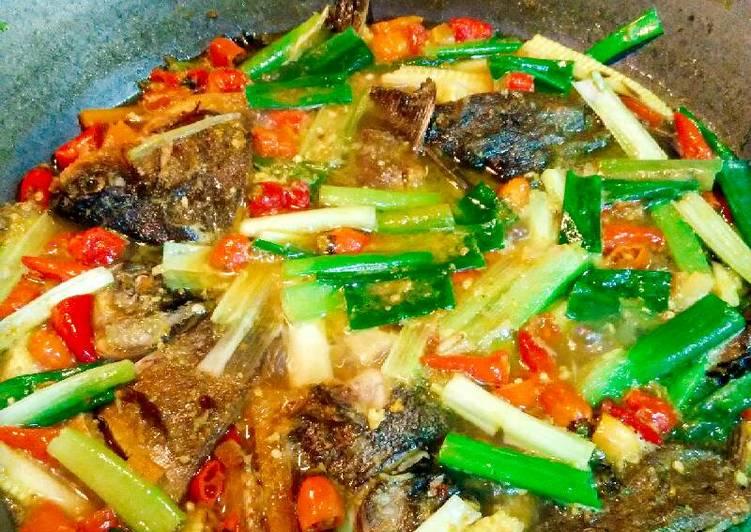 Resep Pesmol ikan bawal(pedas)