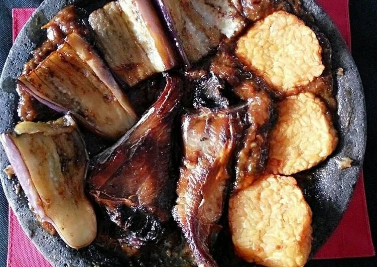 Resep Pecak terong, tempe dan panggang pari