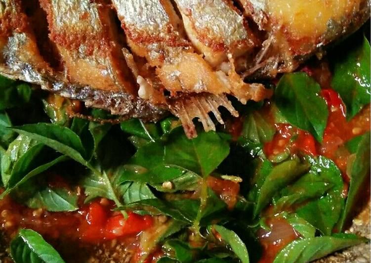 Resep #Ikan goreng kuek sambal kemangi