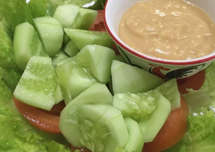 Resep Salad simple dengan homemade sesame dressing