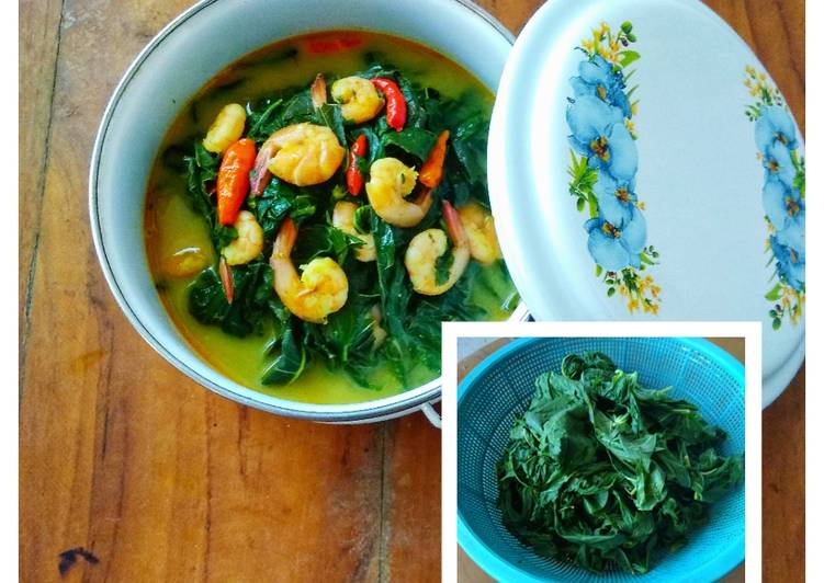 Resep Gulai Daun Singkong + Tips Daun Singkong Empuk dan Tetap Hijau