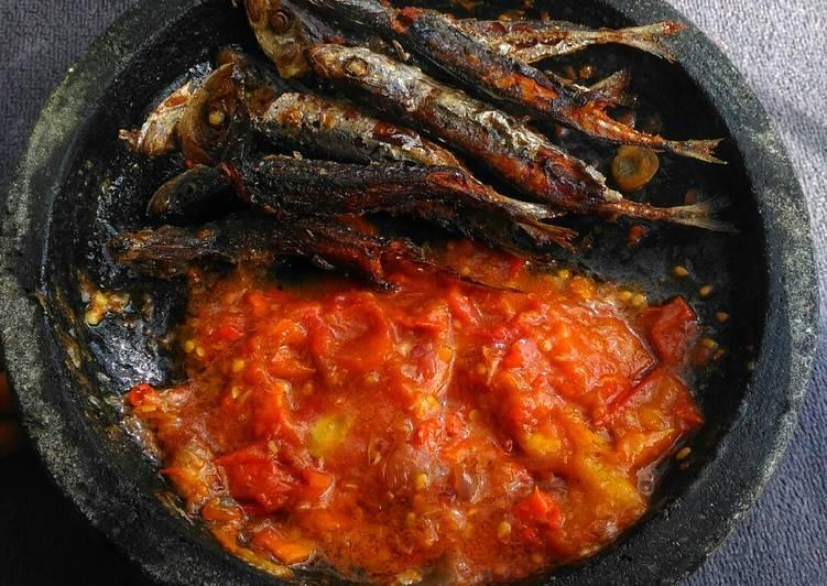 Resep Ikan layang sambal tomat terasi