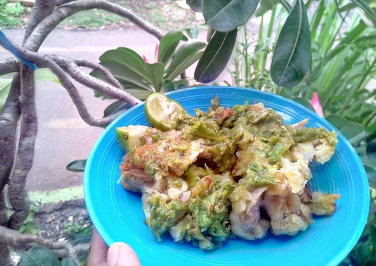 Resep Ayam geprek sambal hijau jeruk limau