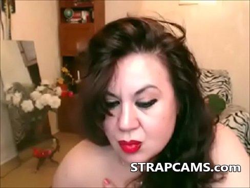 Brunette horny mature fingering on webcam