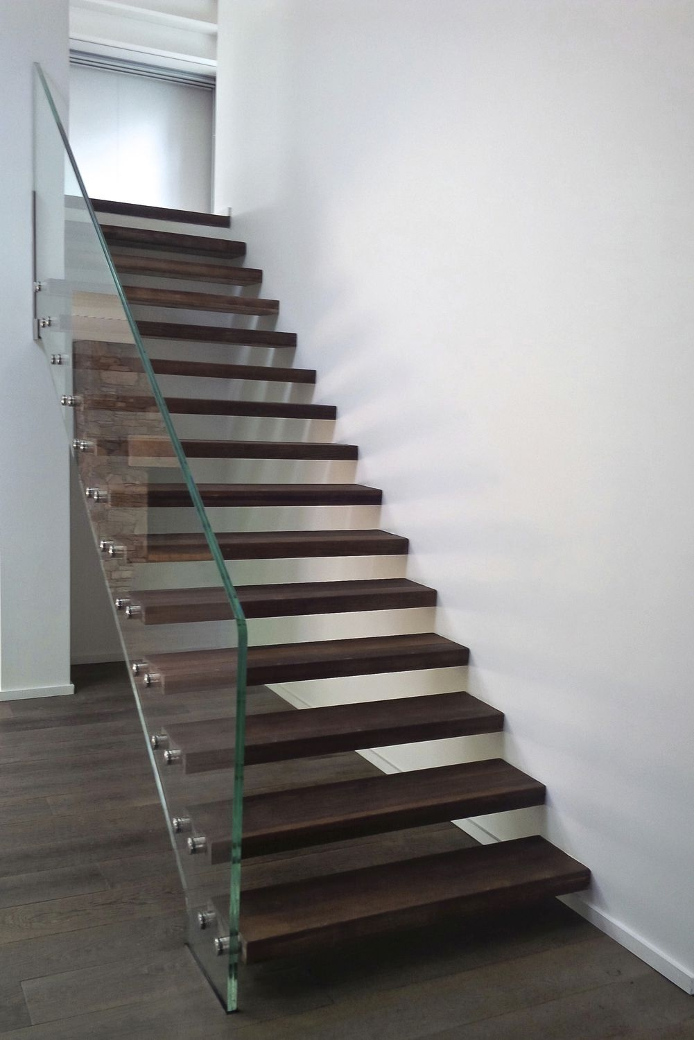 Straight Staircase Skystep Verre Extra Clair Et Bois | Oak Handrail For Glass | Cottage Style | Glass Railing | Red Oak | Landing | Stair Railing