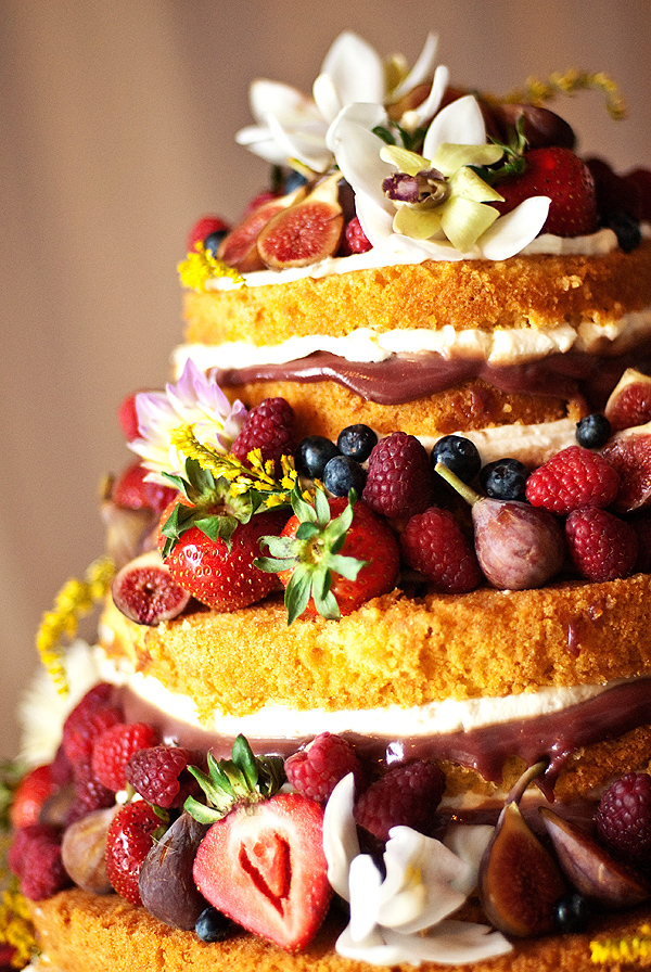 11 Gorgeous Nontraditional Wedding Cakes 1  Naked
