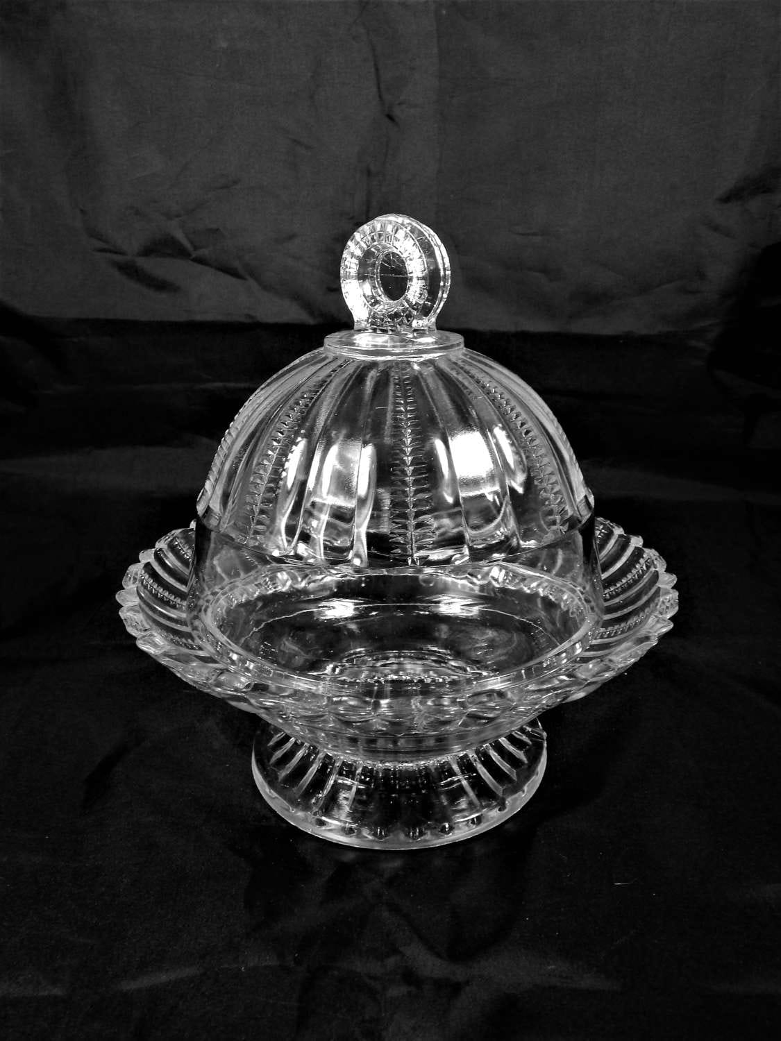 Vintage Round Butter/Candy/Cheese/Pastry Dish