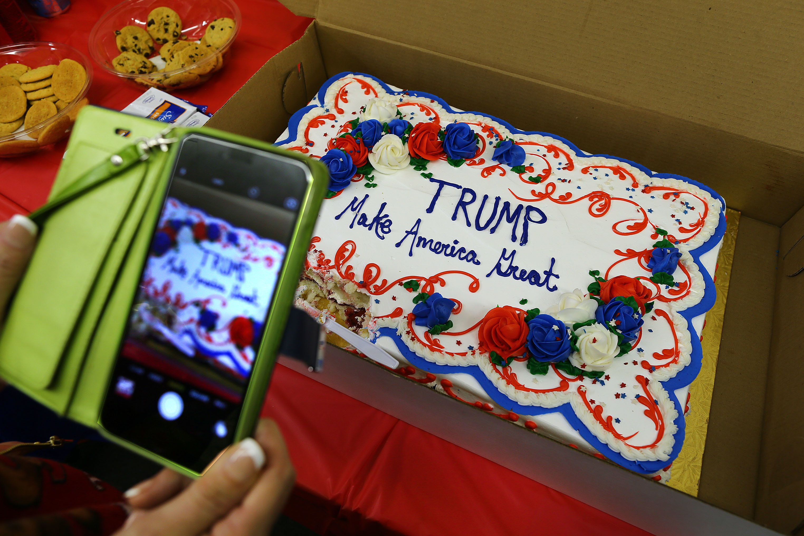 Teen Cries Foul After Bakery Refuses To Make Trump 2016