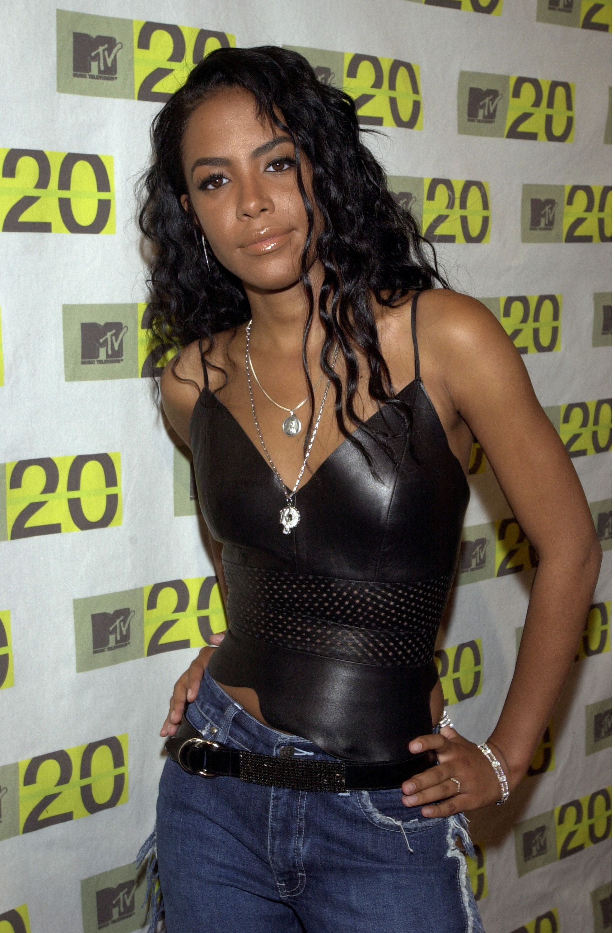 Fans Honor The Late Artist Aaliyah On What Would Have Been ...