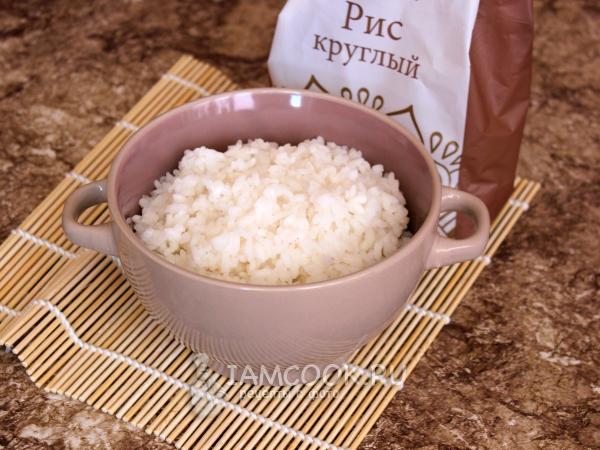 15 मिनट में एक मल्टीक्यूकर में रोल के लिए चावल (additives के बिना) - चरण द्वारा फोटो चरण के साथ एक नुस्खा