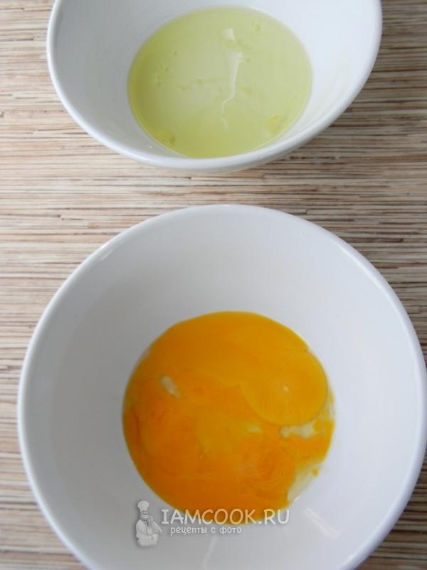 Skill de hvite fra eggeplommene