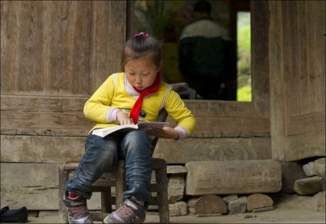 Chinese Kids Brave Danger Every Day So That They Can Go To