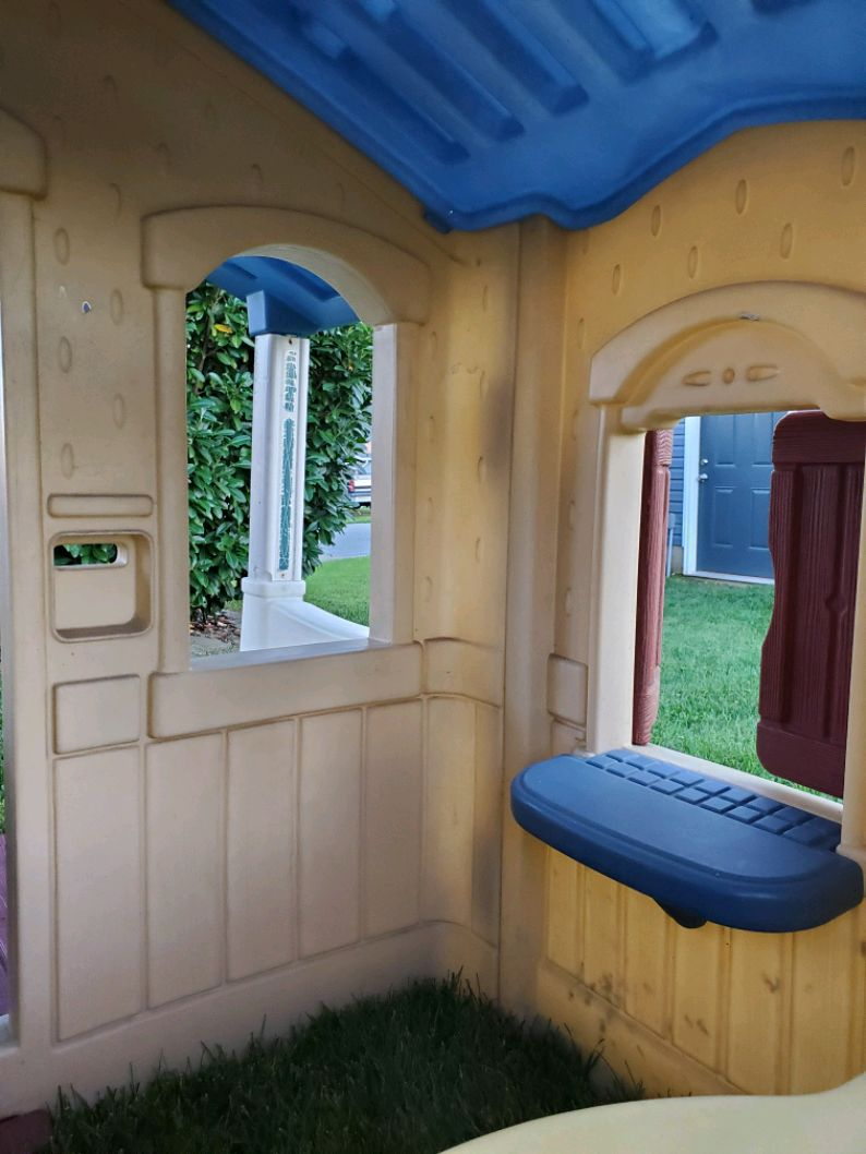 Step 2 Naturally Playful Front Porch Playhouse