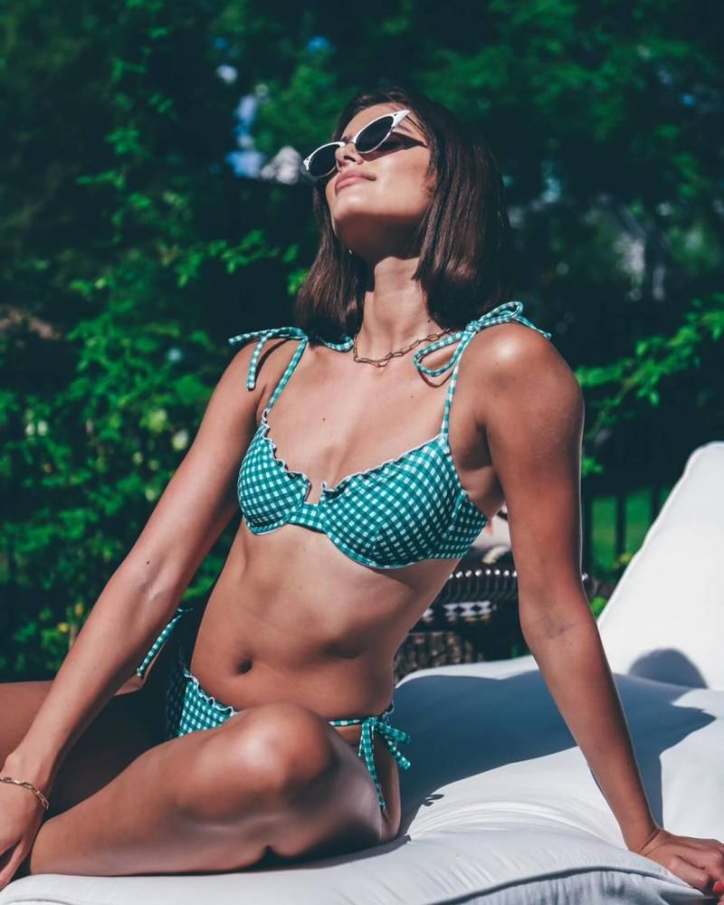 Taylor Hill Hot Bikini PhotoShoot Pictures
