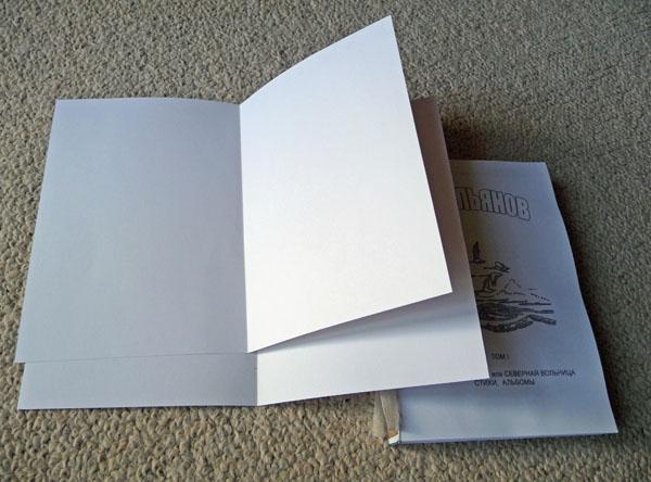 Na het afronden van de firmware van het tweede notebook, is de naald met de draad verbonden met het einde van de draad van het eerste blok. Volgende - vergelijkbaar met eerdere acties.
