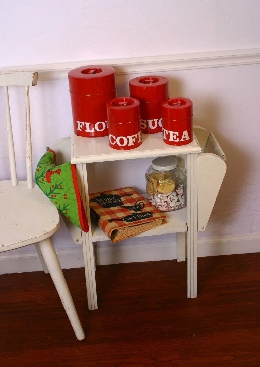 Retro Modern meets Shabby Chic Country Kitchen Vintage Red