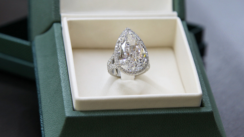 Paris Hilton S Stunning Engagement Ring
