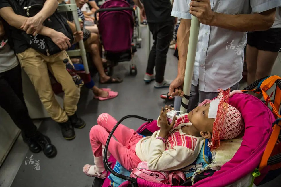 活着:外地癌症患儿赴广州看病 群居抱团取暖