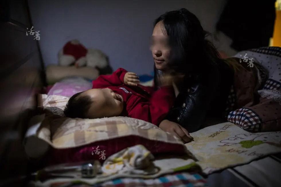 活着:艾滋妈妈与她们的无艾宝宝