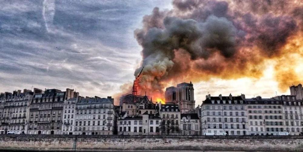 新闻哥吐槽:巴黎圣母院烧了,活该?