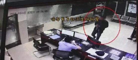 新闻哥吐槽:男子因偷来的自行车被失主带走愤而报警:我骑出了感情