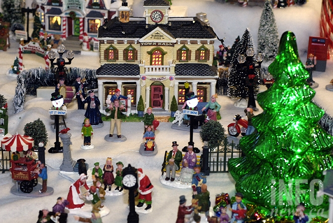 Kelowna Woman S Miniature Christmas Village Will Blow Your