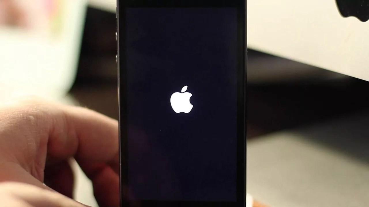отключился айфон 5s и не включается что делать