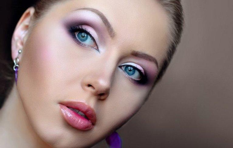 Үйде кешкі макияж қалай жасауға болады: ұсыныстары бар қадамдық фотосурет