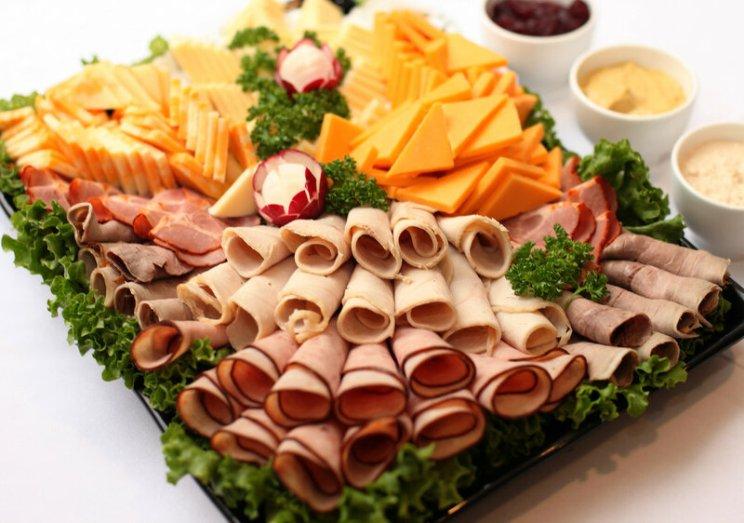 खूबसूरती से कटा हुआ सॉसेज और पनीर के लिए विचार