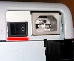 Nút bật trên bảng điều khiển phía sau