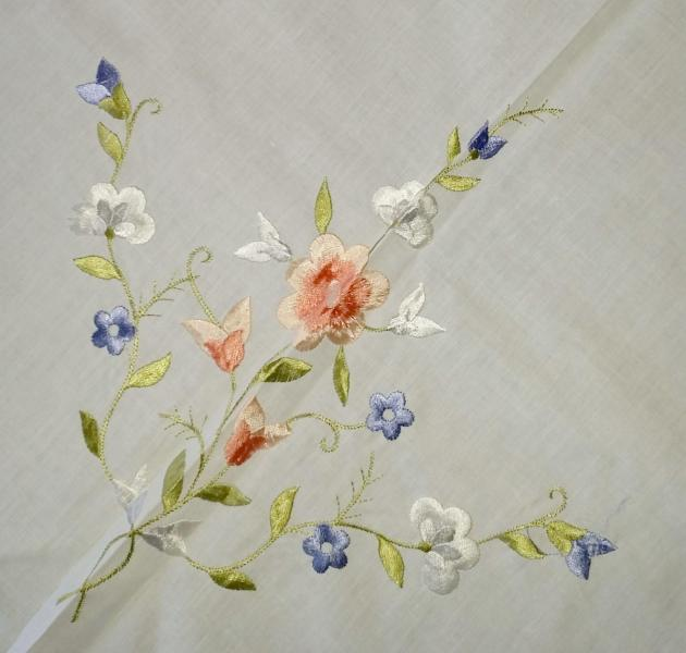 White Linen and Embroidered Flowers Vintage Applique Floral     1234567