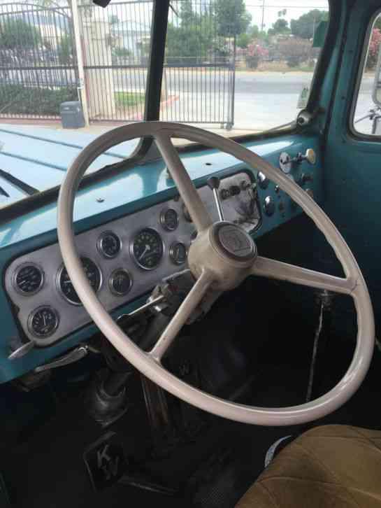Kenworth 521 1955 Daycab Semi Trucks