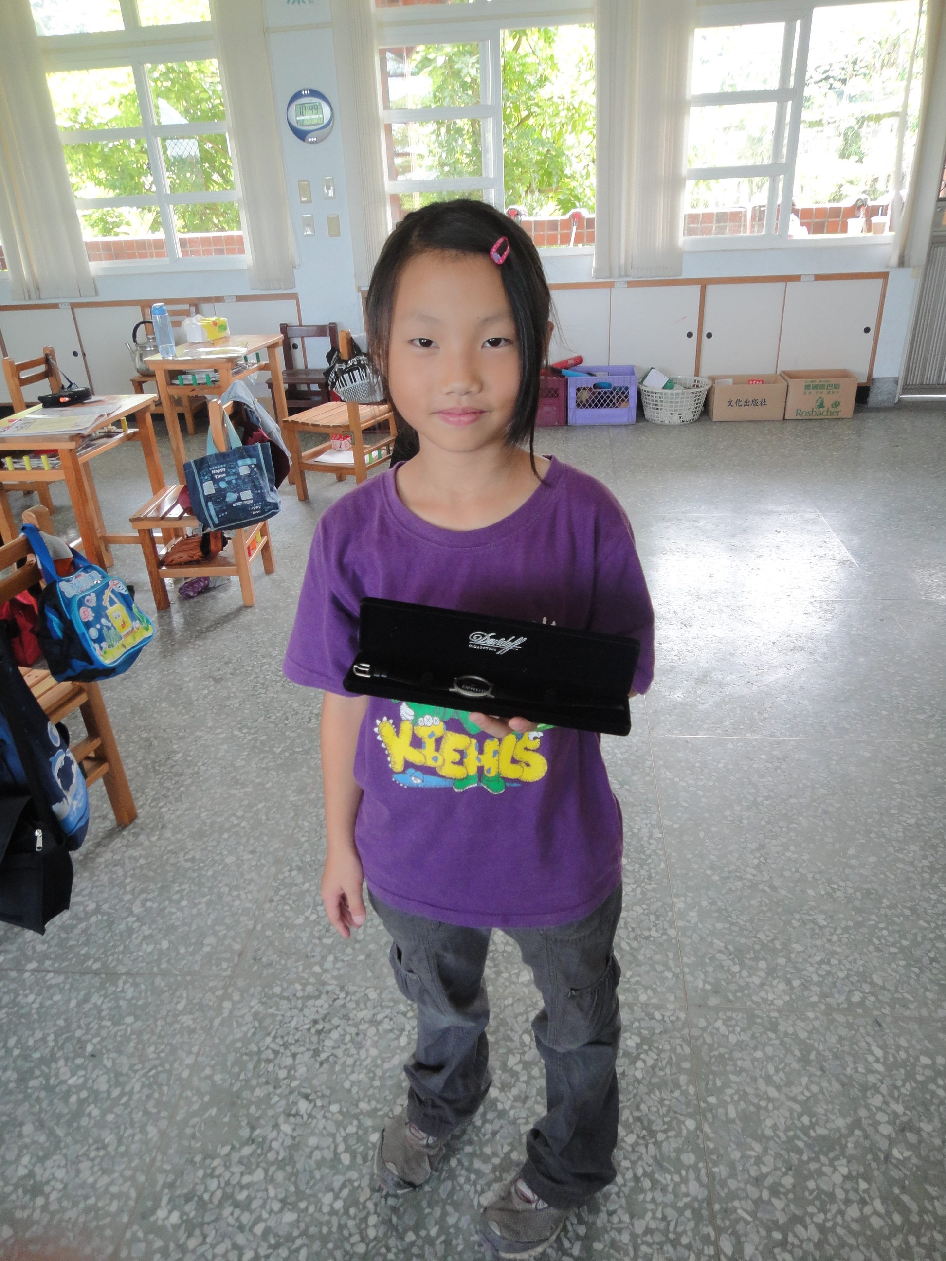 T-ball team's watches | JLian's Taiwan Volunteer Blog