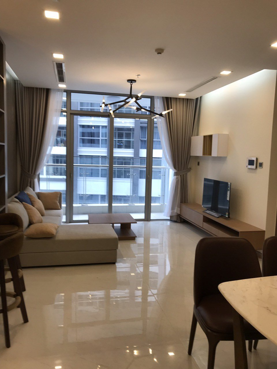 Best 2 Bedrooms Apartment For Rent In Vinhomes Central Park With Pictures