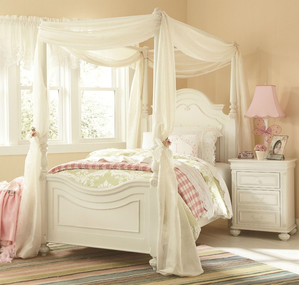 Best Legacy Classic Kids Charlotte Poster Canopy Bedroom Set In Antique White With Pictures