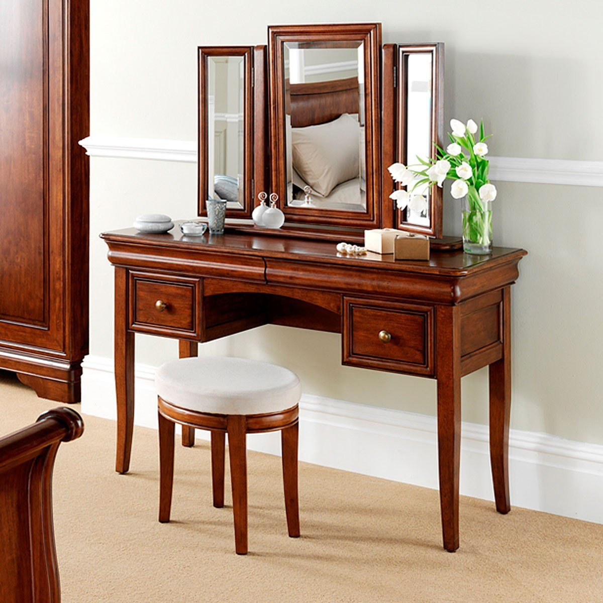 Best Antoinette French Sleigh Dressing Table French Dressing Tables French Bedroom Furniture With Pictures