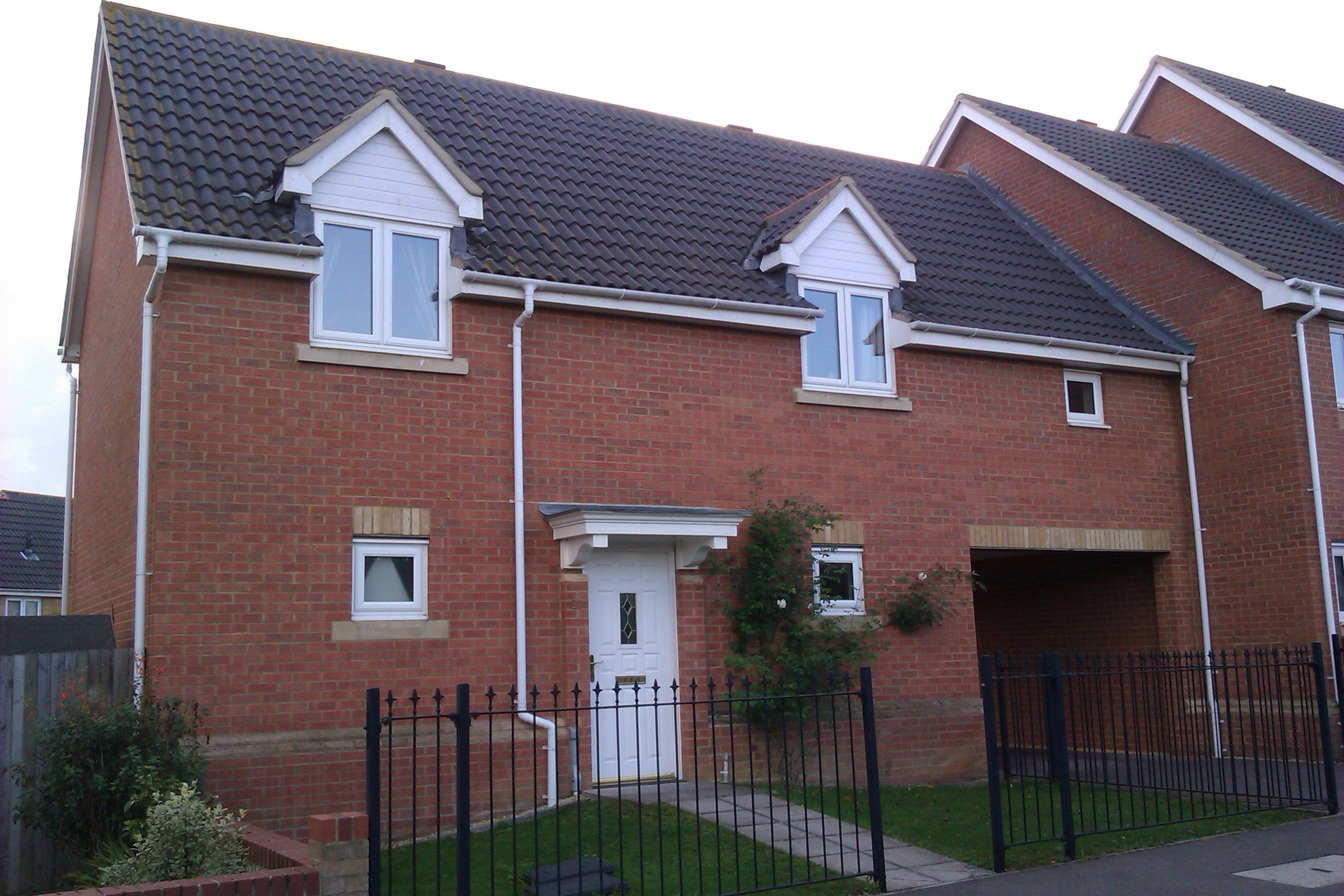 Best 2 Bed House End Of Terrace To Rent Stag Drive With Pictures
