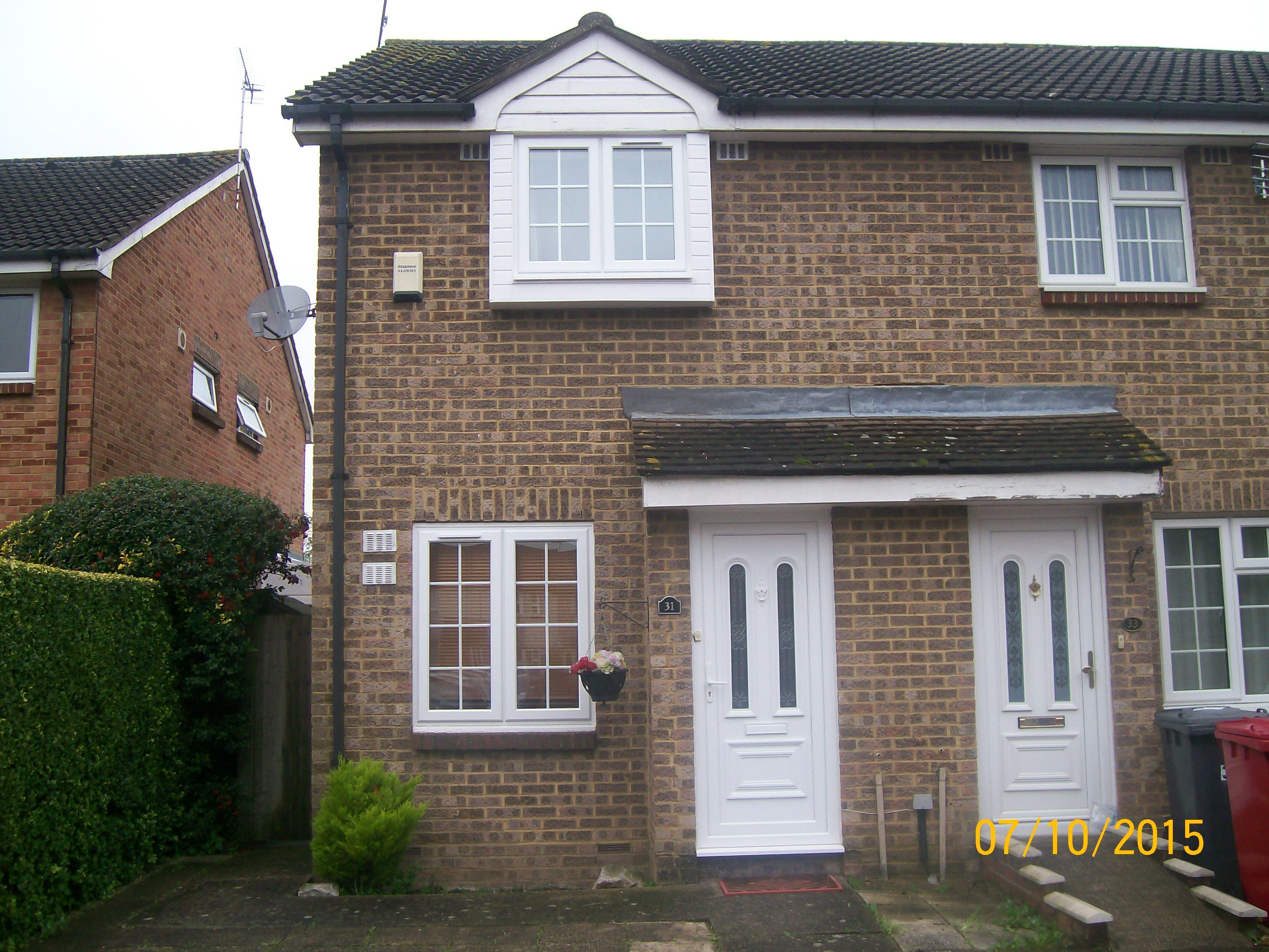 Best 2 Bed House End Of Terrace To Rent Boulters Close With Pictures