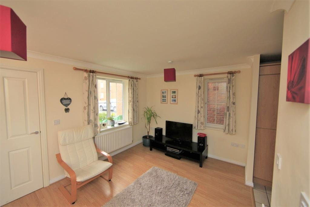 Best 2 Bed House Town House To Rent Swindale Close With Pictures