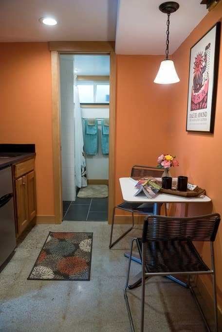 Best Cozy Charming 1 Bedroom Apartment Guest Suites For Rent With Pictures