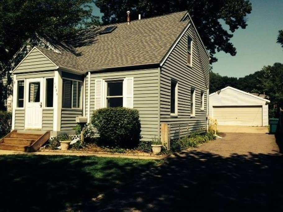 Best Spacious Beach Home Cottages For Rent In Gary Indiana United States With Pictures