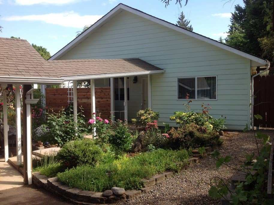Best The Rosecliff Bungalow Guesthouses For Rent In Salem With Pictures