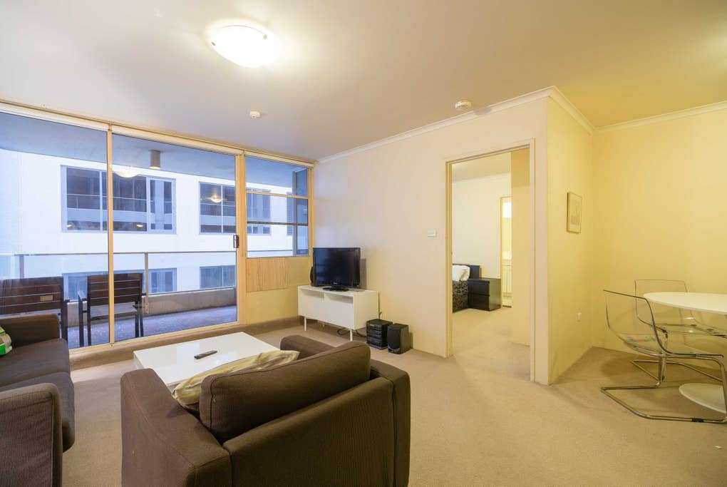 Best One Bedroom Budget Apartment Laneway View Ca Apartments With Pictures