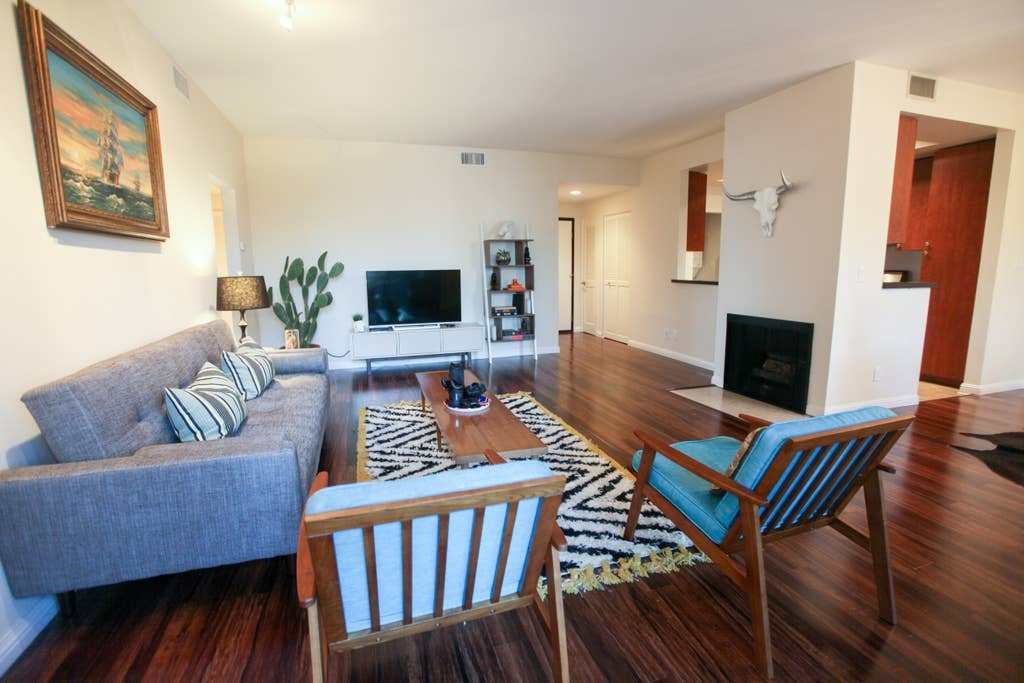 Best Charming 2 Bedroom Mid Century Style Apartment With Pictures
