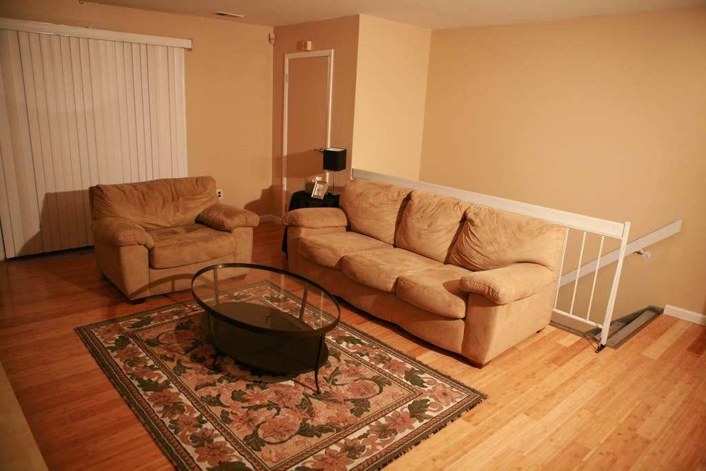 Best Spacious 1 Bedroom Apartment 1212 Flats For Rent In With Pictures