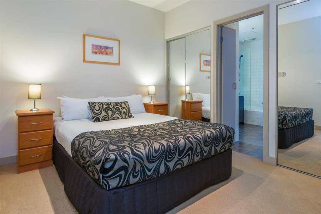 Best Heart Of Melbourne 2 Bedroom Apartment W Balcony With Pictures