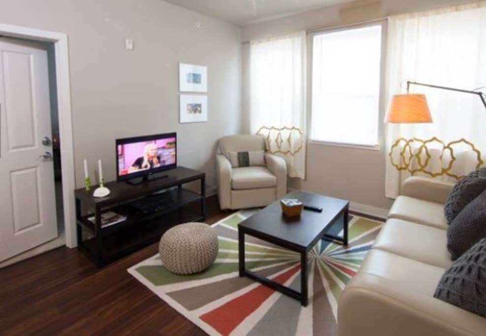 Best Luxury One Bedroom Close To Rnc Apartments For Rent In With Pictures