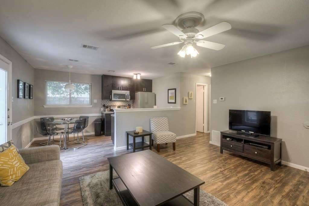 Best 2 Bedroom Modern Remodel 1 Houses For Rent In Austin With Pictures