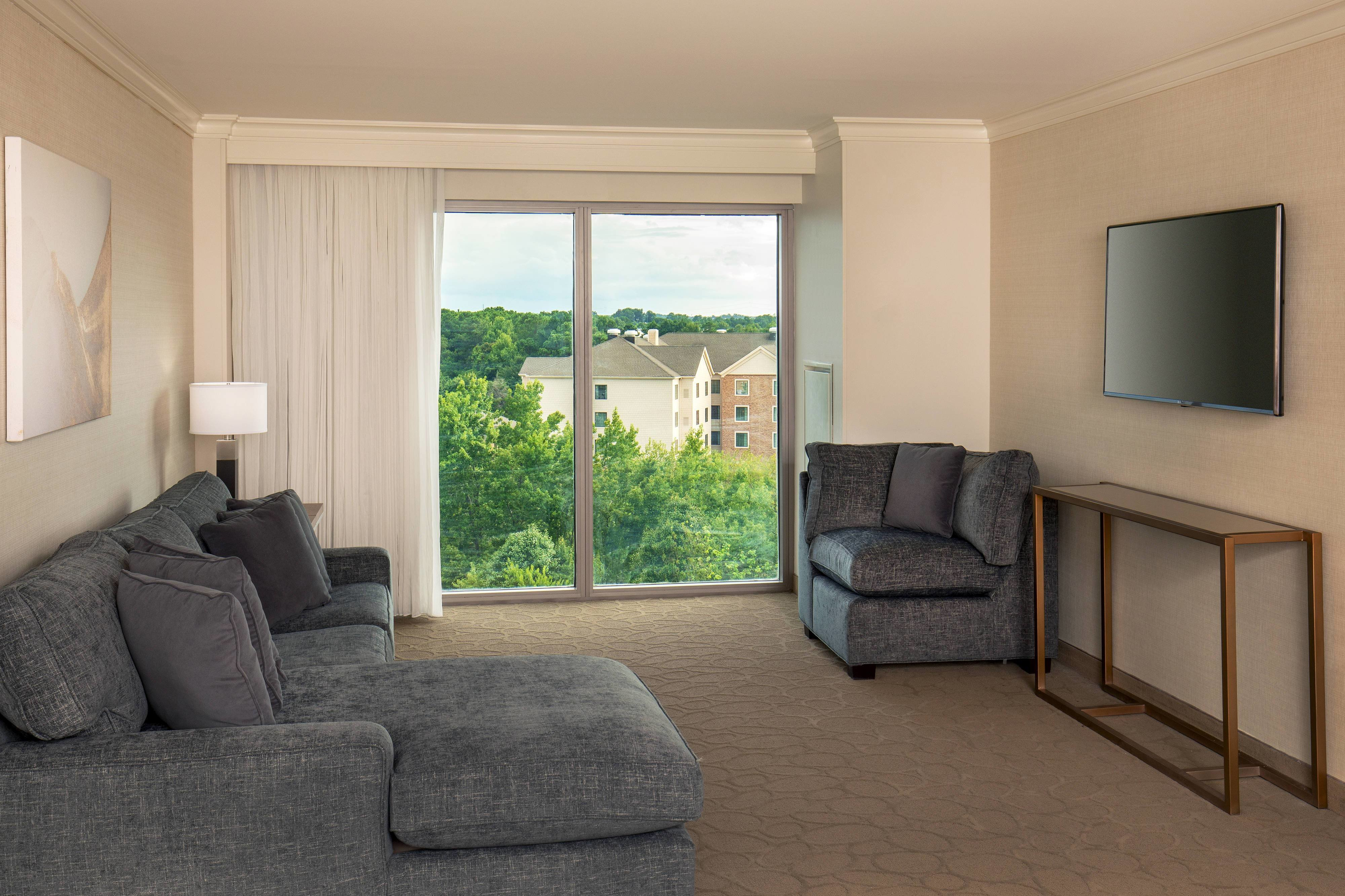 Best Chesapeake Va Hotel Suites And Rooms Delta Hotels With Pictures