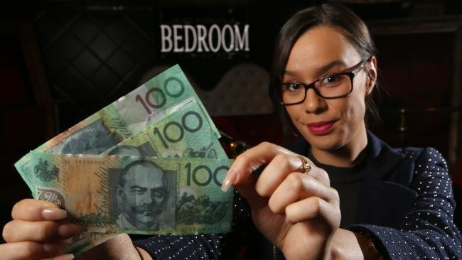 Best Staff At The Bedroom Nightclub In Surfers Paradise P*T Patron To Police For Using Fake 100 With Pictures